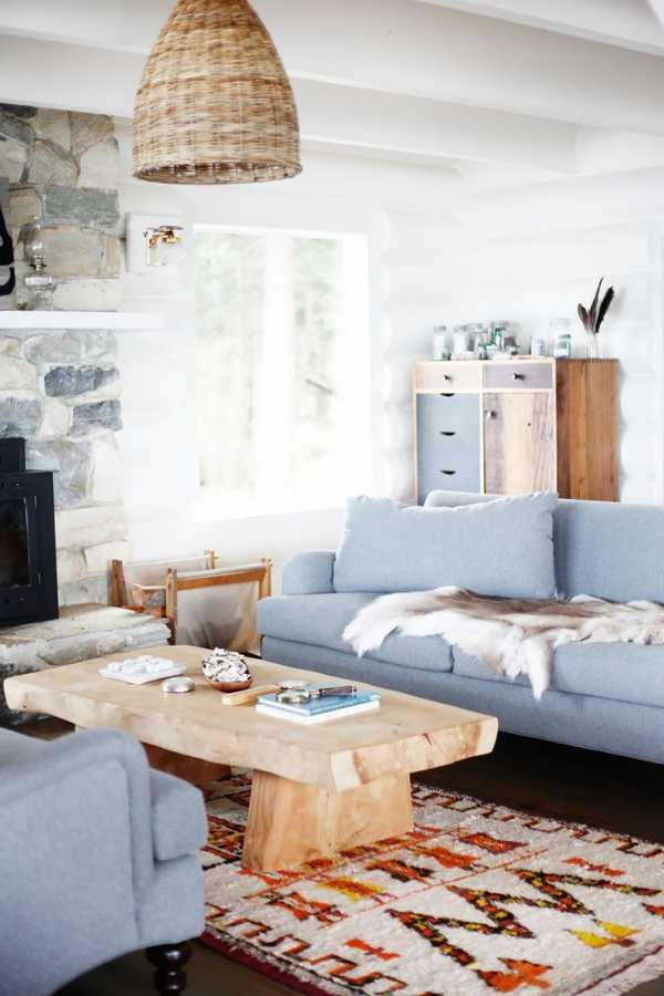 Голубой диван в интерьере