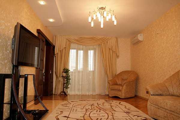 Итальянские обои в интерьере гостиной фото