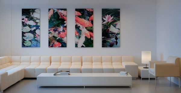 Модульные картины в интерьере гостиной над диваном фото