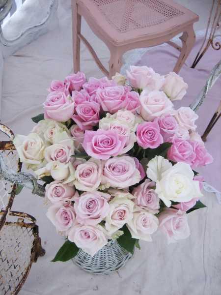 Обои в интерьере с розами
