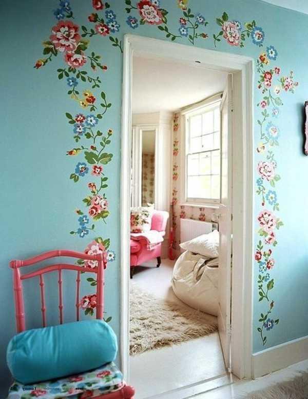 Рисунки в интерьере на стенах