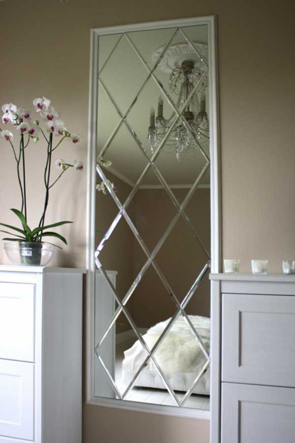 Зеркальная стена в интерьере